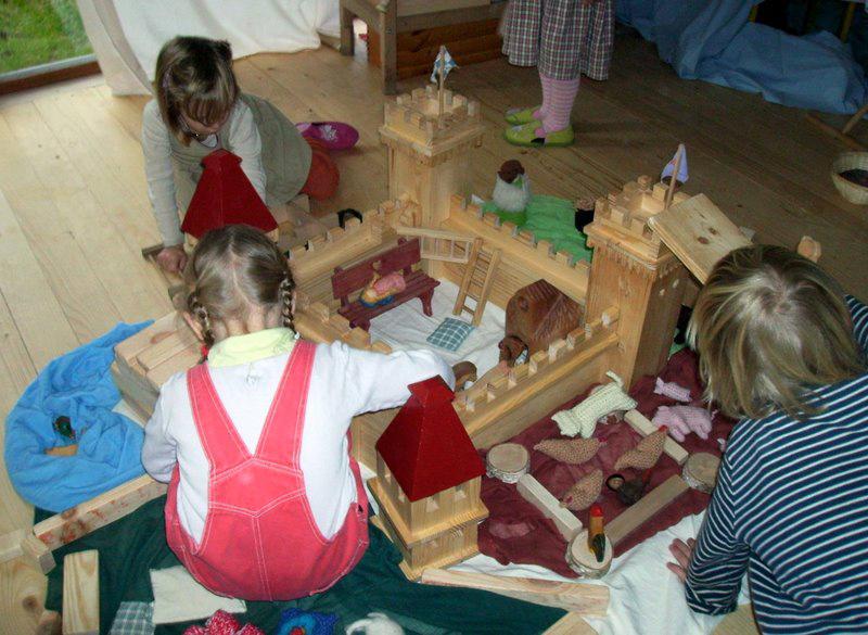 spielendes kind gesundes kind elfentau m rchenquelle. Black Bedroom Furniture Sets. Home Design Ideas